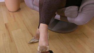 GoddessLeyla - Lady Janets Ignored Soles Cleaner
