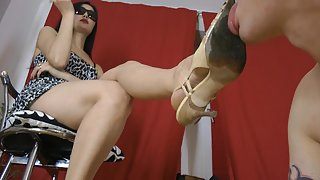 GoddessLeyla - Dirty Shoe Clean And Foot