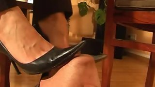 GoddessLeyla - Lick the dirt that you are