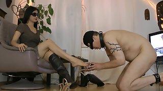 GoddessLeyla - Shoe Servant Foot Worship