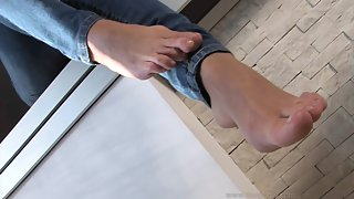 Femdom - FeetJeans - Sexy Leslie wiggling her toes on the bar