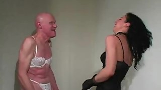 MistressTrish - Heavy Gloves Vs Heavy Bag