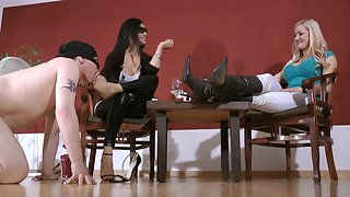 GoddessLeyla - Foot Sucker For Goddess Leyla 1