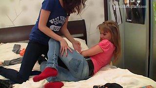 [JeansLezdom] Elen & Louve - Orgasm via jeans face sitting