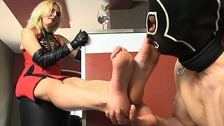 Mistress Akella - Lick My Feet Slave