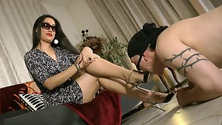 GoddessLeyla - Tongue For My Feet And Toes