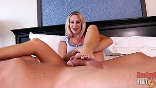 Vicky Vixxx - Has Feet Made to be Licked