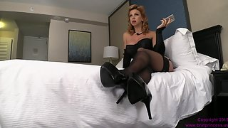 [BratPrincess] Cums With Son's Fase While Waiting For Her Ten Inch Date
