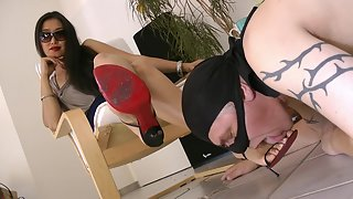 GoddessLeyla - My Worthless Footslave