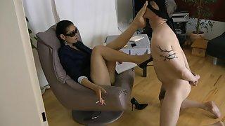 GoddessLeyla - Face Footstool Ballbusting