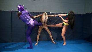 HeroineWrestling - Lady Leopard Vs Knightwomen & Robyn