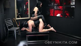 Mistress Nikita - Bootsniffer On A Hook